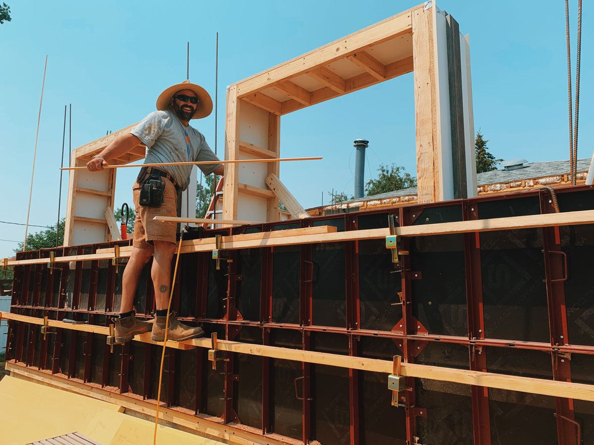 On-site rammed earth wall construction training